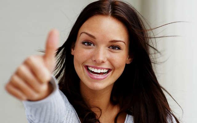 счастливая молодая женщина